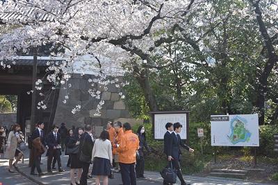 広報誌5月号-入学を喜ぶ-取材報告